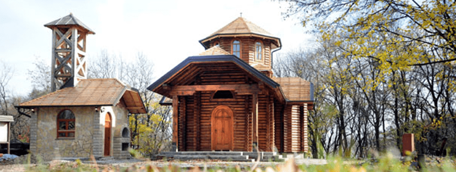 Црква брвнара на Авали – храм св. Деспота Стефана Лазаревића. Фото: novosti.rs