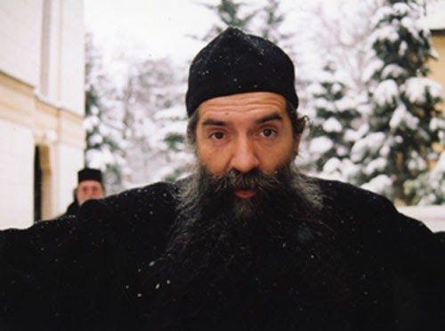 Отац Лука се обрадовао снегу као мало дете.
