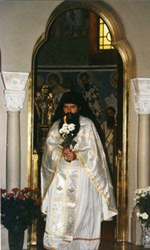 Отац Лука, служи у манастиру Ваведењу, Светле недеље по повратку из Јерусалима.